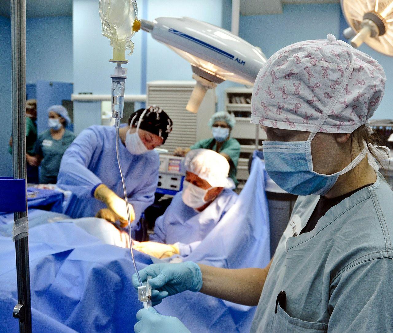 erekcja podczas operacji montaż hormonów kobiet