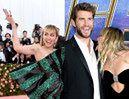 """Liam Hemsworth rzucił Miley Cyrus przez jej """"DZIECINNE ZACHOWANIE""""? """"Zaczęła lizać go po twarzy, gdy zobaczyła kamerę"""""""