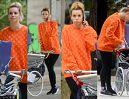 Nieumalowana Izabela Janachowska w stylizacji Louis Vuitton pcha wózek za 19 TYSIĘCY