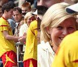 Blond Lewandowska dopinguje Roberta na meczu Znicza Pruszków (FOTO)