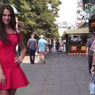 Kandydatka do Miss Universe pozuje na ulicy!
