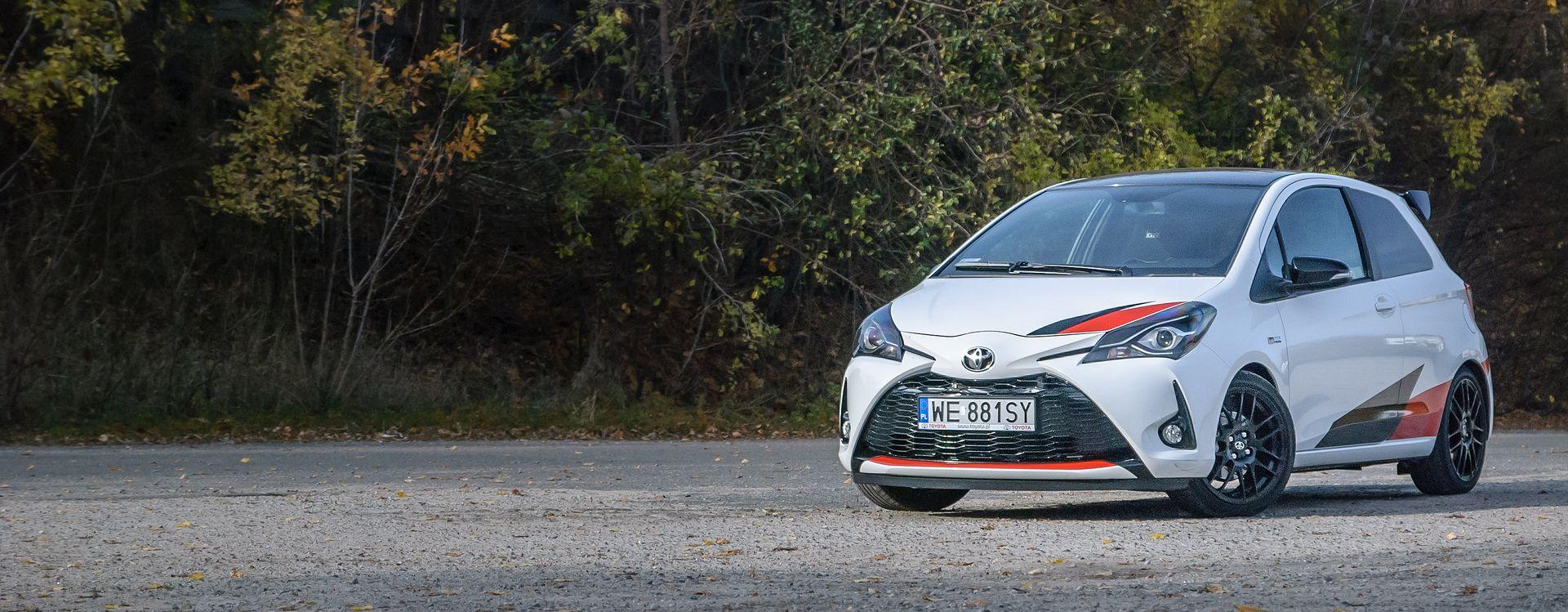 Poliftowa Toyota Yaris najlepiej wygląda z przodu. Tylne światła są po prostu brzydkie