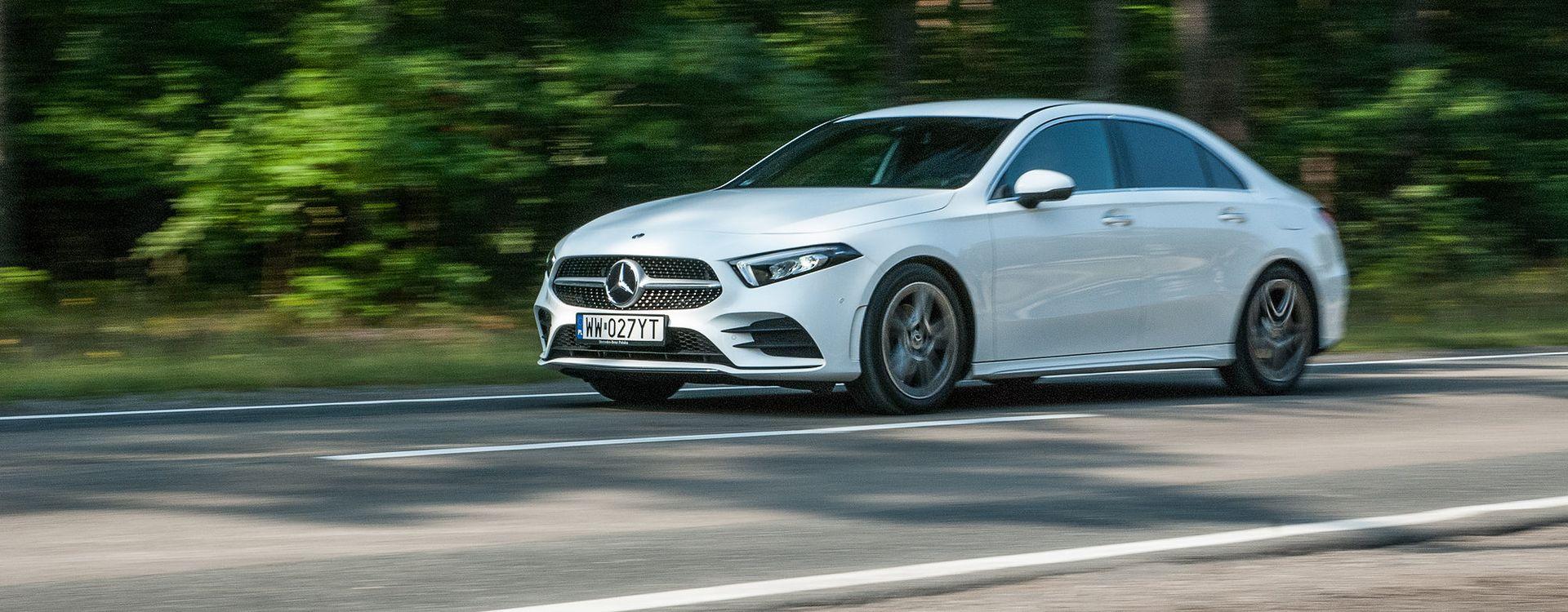 Eleganckie nadwozie kompaktowego sedana na pewno ustępuje prestiżem modelowi CLA. Jest też mniejsze, a niewiele tańsze, więc nie będzie łatwo o klienta.