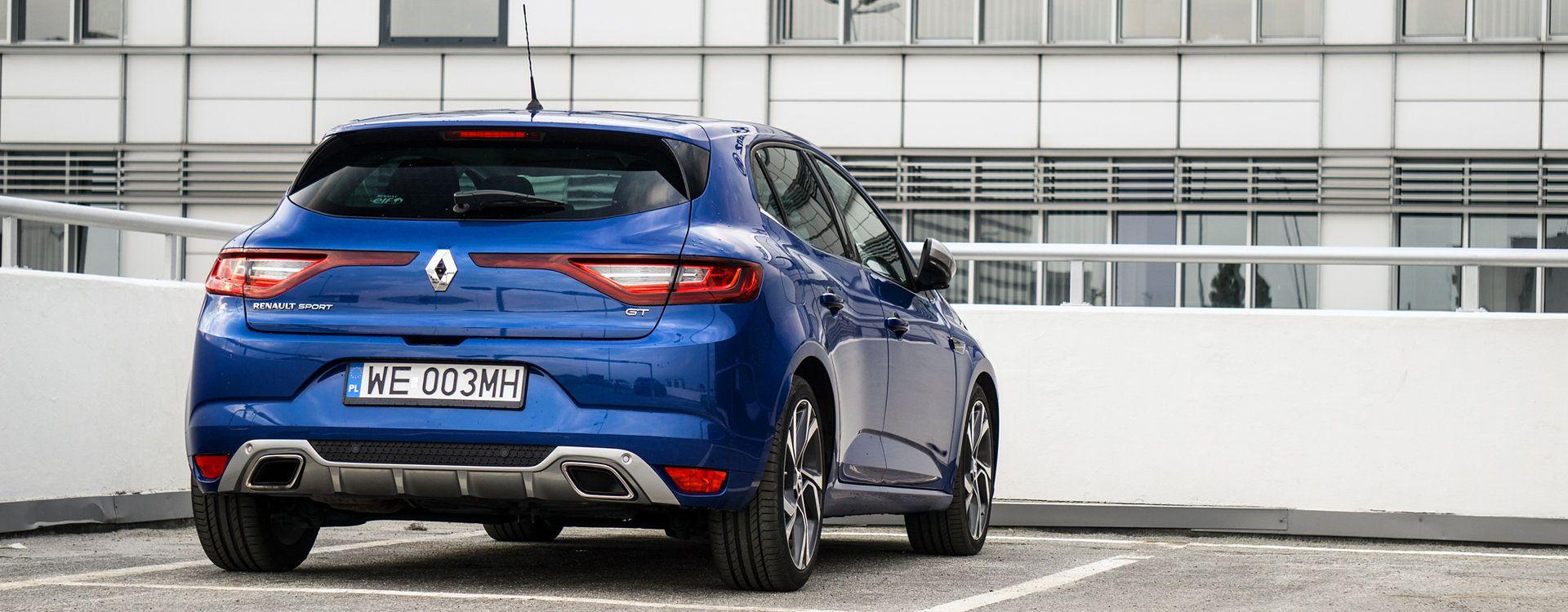 Sportowe dodatki to w dzisiejszych czasach codzienność, nawet w samochodach mających ze sportem niewiele wspólnego. Megane GT pozostawia nadzieję, bo pod projektem podpisało się Renault Sport.
