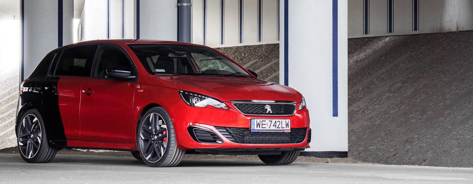Krzykliwy lakier to jeden z najmodniejszych dodatków usportowionych aut, także Peugeota 308 GTI.