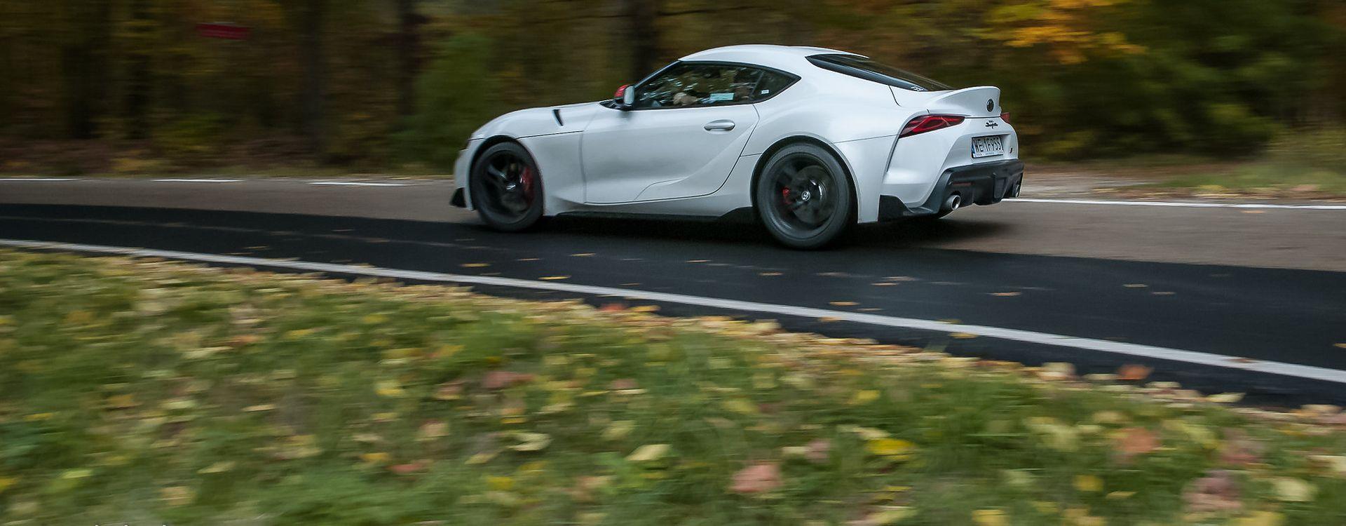 To jedno z tych aut, które źle wyglądają na zdjęciach. W rzeczywistości Supra jest o wiele ładniejsza.