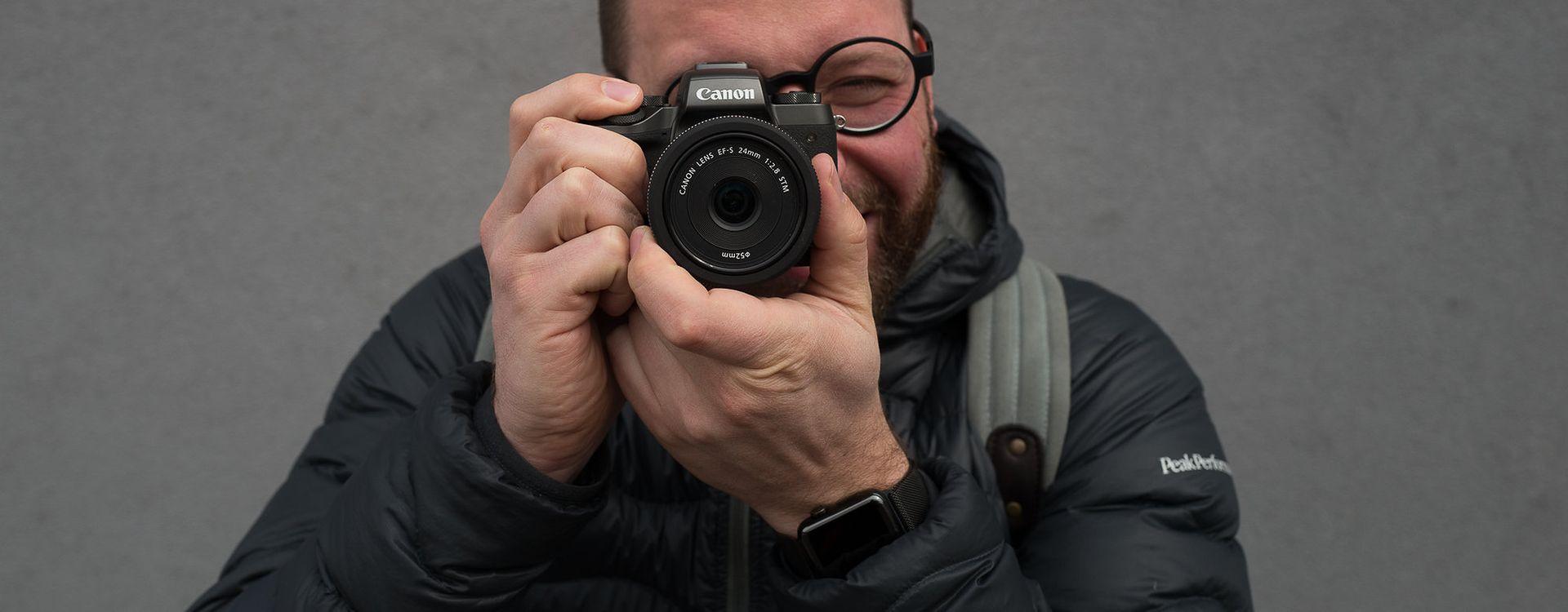 Jednym z dobrych aparatów dla osób początkujących będzie bezlusterkowiec Canon EOS M5.