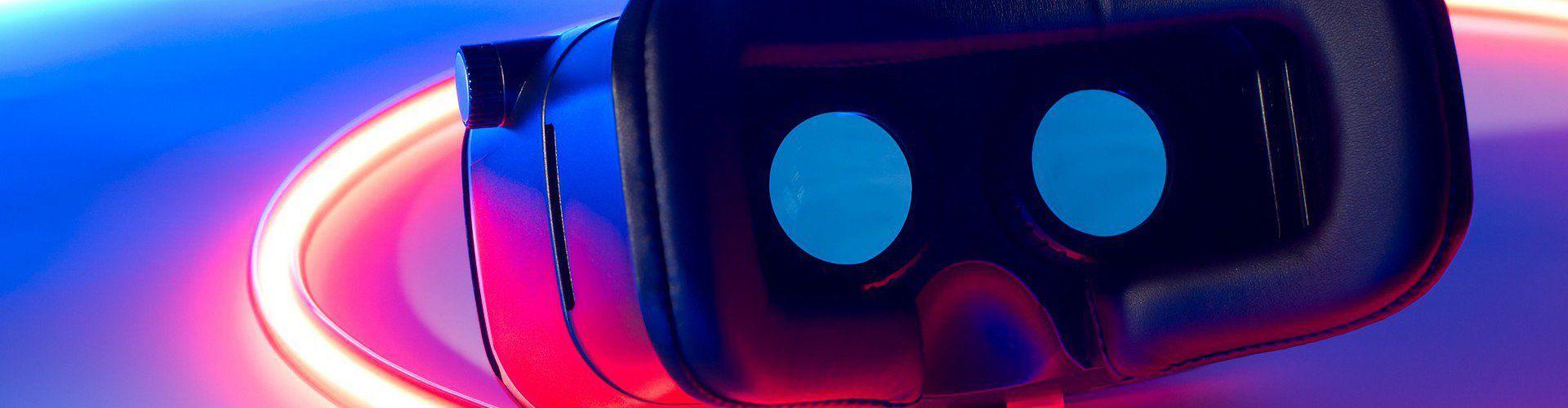 Zdjęcie gogli VR pochodzi z serwisu Shutterstock