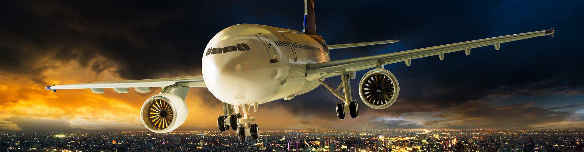 Zdjęcie samolotu pochodzi z serwisu Shutterstock