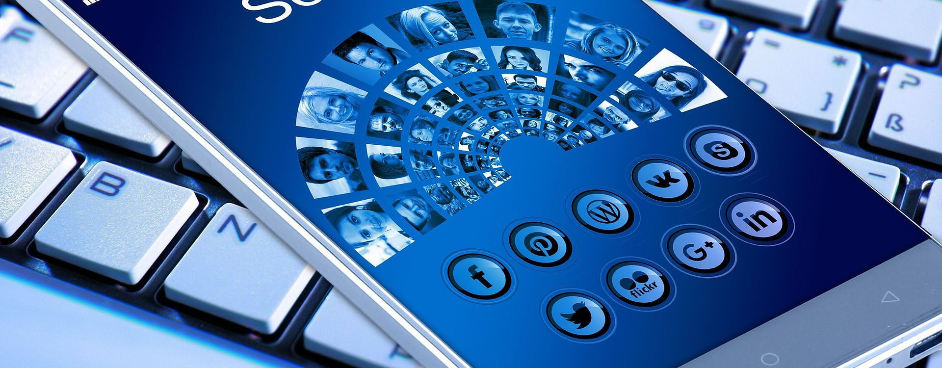 Smartfon z dostępem do Internetu