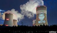 Greenpeace wyświetla twarz Mateusza Morawieckiego na elektrowni w Bełchatowie. Ekolodzy mają krótki komentarz