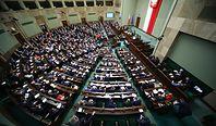 Expose we wtorek. Później nocne głosowanie nad 30-krotnością i powołanie sędziów Trybunału Konstytucyjnego