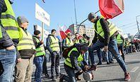 Protest rolników w Warszawie. Plac Zawiszy nieprzejezdny - ogromne utrudnienia w centrum miasta