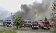 Pożar zakładu Iglotex na Pomorzu. Trwa wypalanie amoniaku. Ewakuowano mieszkańców pobliskiego osiedla