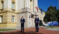 """Morawiecki zainaugurował nowe 500+. """"Zamieniliśmy złote karuzele VAT-owskie na ten wspaniały program"""""""