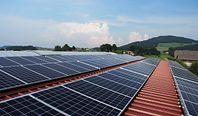 Panele słoneczne zintegrowane z dachem – czy to dobry pomysł?