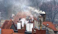 Kraków. Pierwszy wyrok za palenie w piecu węglem i drewnem