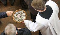 Czy księża płaca podatki? Owszem, ale ich wysokość może zaskakiwać