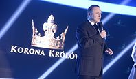 """""""Korona Królów"""" kosztuje 200 tys. zł za odcinek. Zagraniczne seriale kilkaset razy więcej"""