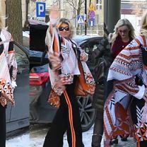 57-letnia Kozidrak wdzięczy się do paparazzi