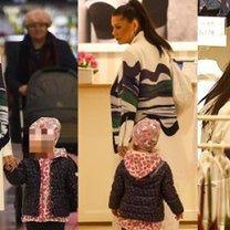 Wystrojona Węgrowska zabrała 2-letnią córkę do sklepu bieliźniarskiego