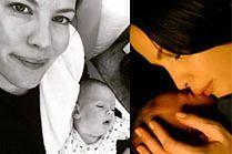 Liv Tyler całuje córeczkę