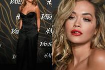 Rita Ora kusi biustem na ściance
