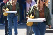 Wygłodniała Sienna Miller zabrała pizzę na spacer