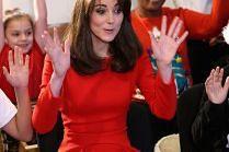 Księżna Kate gra na bębenku...