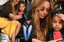 Beyonce i Blue Ivy bawią się na meczu koszykówki