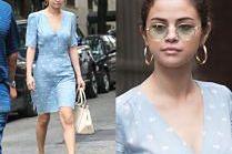 Skromna Selena Gomez w błękitnej sukience
