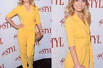 Uśmiechnięta Joanna Moro w żółtym kombinezonie