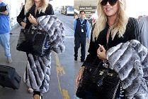 Khloe Kardashian zakrywa brzuch torbą za 150 tysięcy