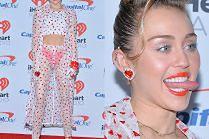 Miley Cyrus pokazuje majtki i język na ściance...