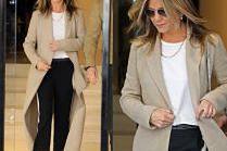 #TRENDY: Jennifer Aniston w spodniach z lampasami