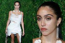 """Obrażona córka Madonny świeci sutkami i owłosionymi nogami na imprezie """"Vogue'a"""""""