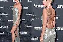 Przejęta Lady Gaga kusi udem i wytatuowanymi plecami