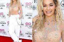 Rita Ora świeci stanikiem w stylizacji rodem z bazaru