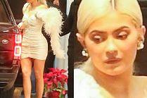 Seksowna Kylie Jenner w blond peruce eksponuje bujne kształty w obcisłej sukience