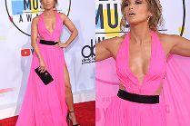 Kusząca Jennifer Lopez flirtuje z obiektywami na gali AMA