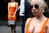 Lady Gaga i jej spłaszczone piersi wychodzą z paryskiego hotelu