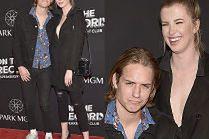 Córka Kim Basinger bawi się z chłopakiem na otwarciu klubu