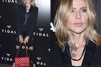 Niezadowolona Maja Sablewska pozuje z torbą Chanel między nogami