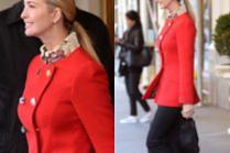 Szczęśliwa Ivanka Trump na nowojorskim chodniku w płaszczyku za 11 tysięcy złotych