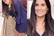 Przejęta Demi Moore kontempluje biżuterię na otwarciu sklepu