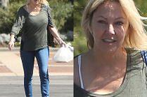 Wyluzowana Heather Locklear spaceruje z obiadem na wynos