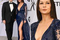 Catherine Zeta-Jones dopinguje męża dekoltem do pępka