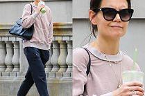 Zamyślona Katie Holmes spaceruje w poplamionym dresie