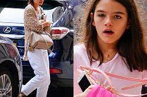Zaspana Katie Holmes odbiera córkę od koleżanki