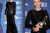 Odmłodzona Uma Thurman cieszy się z nagrody w sukni Armani